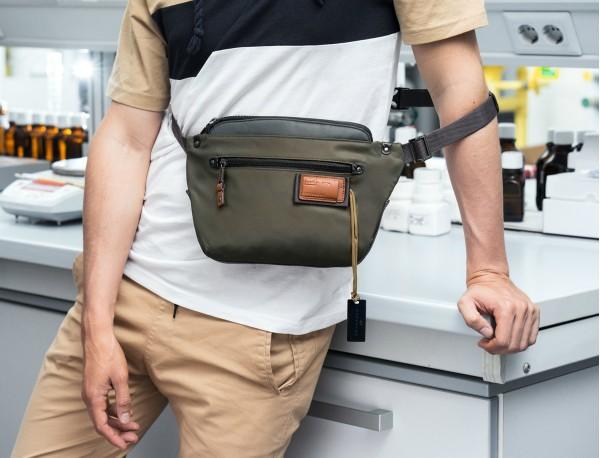 Polyester waist bag in green model