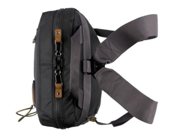 mochila negra arriba