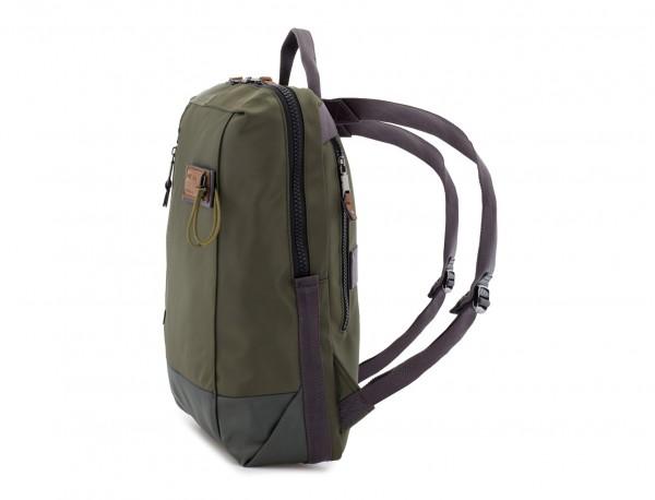mochila verde lado