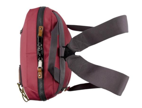 mochila roja arriba