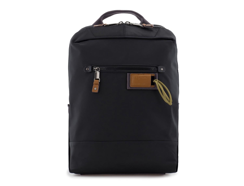mochila pequeña en negro frontal