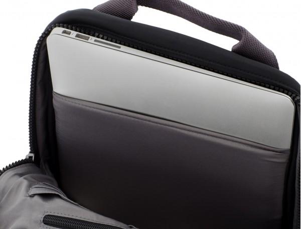 mochila pequeña en negro ordenador