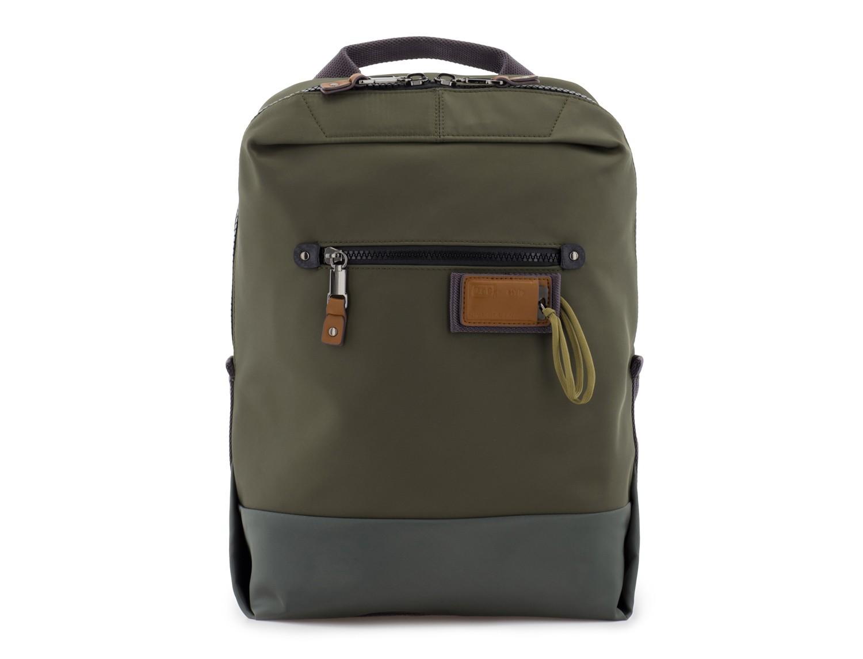mochila pequeña en verde frontal