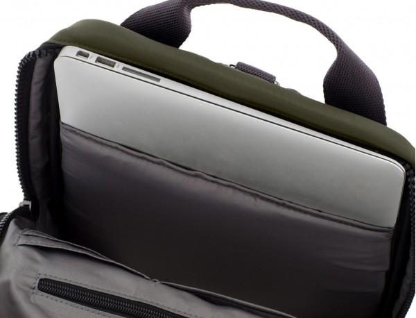 mochila pequeña en verde portátil