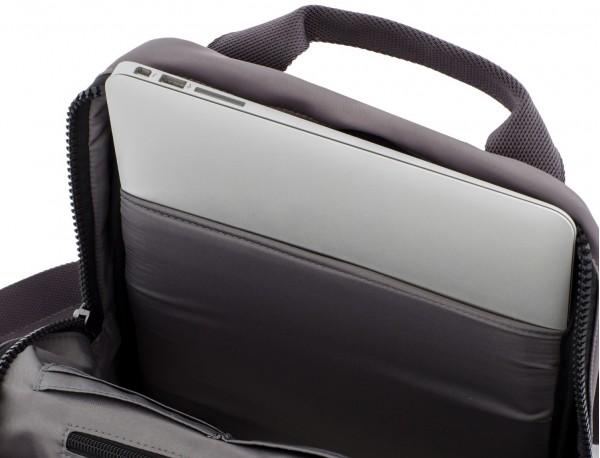 mochila pequeña en gris portátil