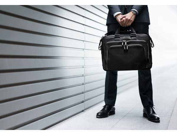 leather business bag in black lifestyle