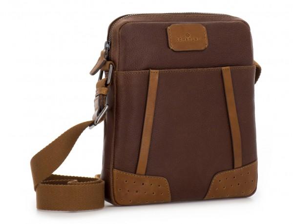 bolso bandolera de hombre en cuero marrón lado