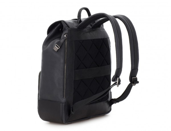 mochila de piel vintage negra detrás
