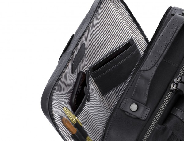mochila vintage de piel para portátil negra interior