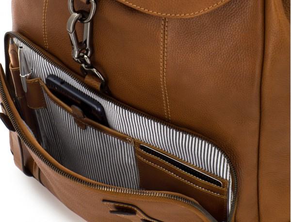 mochila de piel vintage marrón claro interior