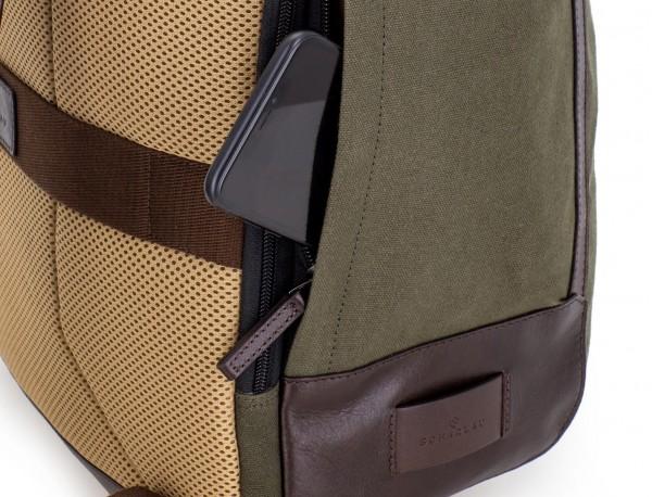 mochila saco de lona en color verde detalle lado