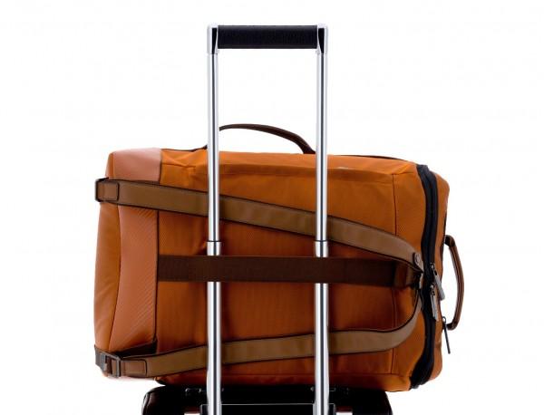 mochila de viaje color naranja trolley