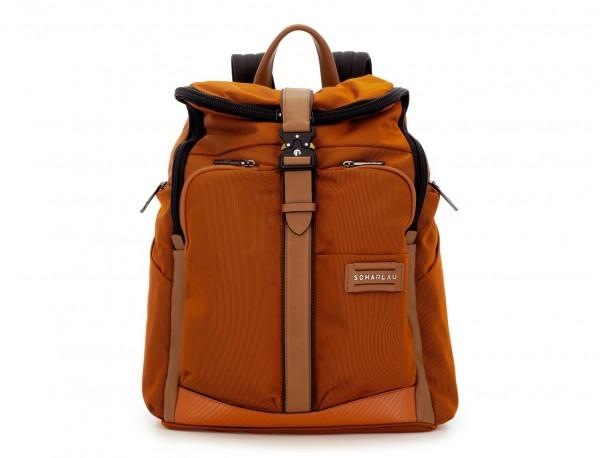 mochila de nylon y cuero en color naranja frontal