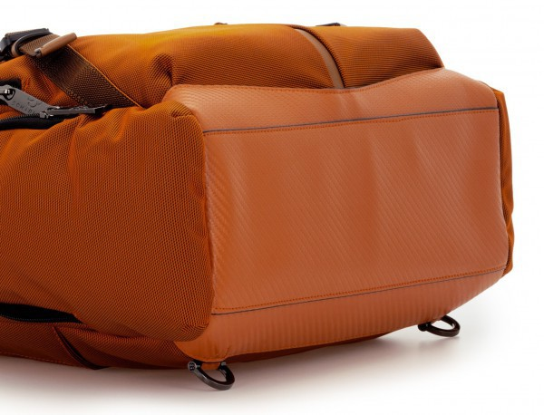 Bolso mochila de nylon en naranja base