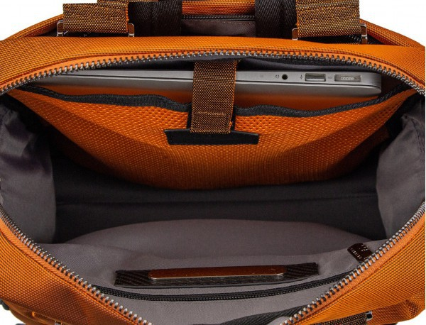 Bolso mochila de nylon en naranja bolsillo ordenador