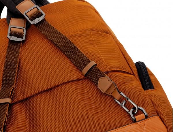 Bolso mochila de nylon en azul detrás