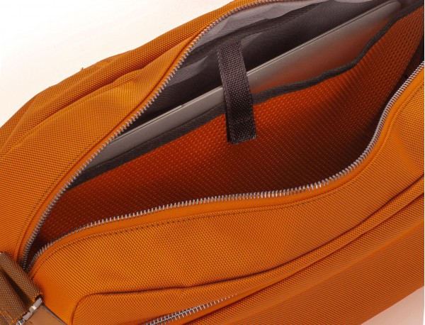 Messenger bag in blu laptop compartment