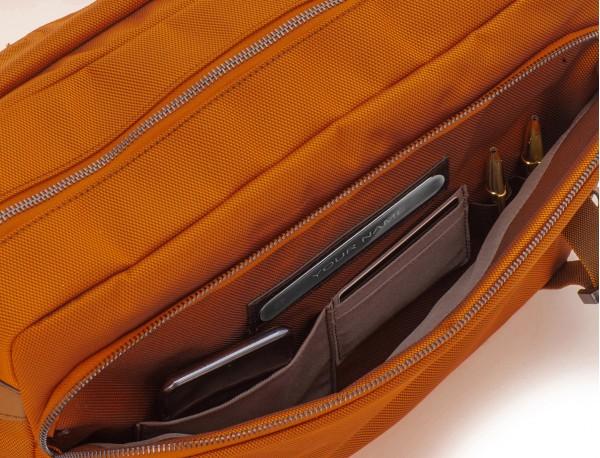 Messenger bag in nero pockets