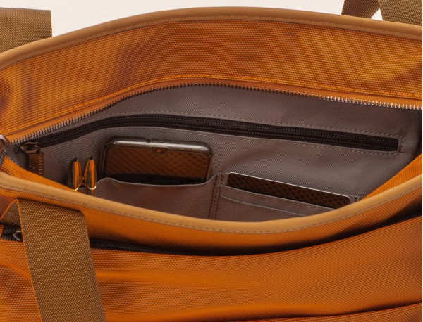 Bolso tote de mujer para ordenador portátil en color naranja detalle bolsillo