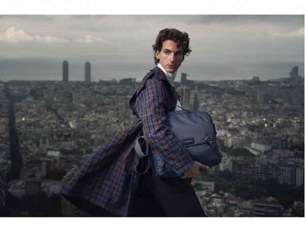 Messenger bag lifestyle