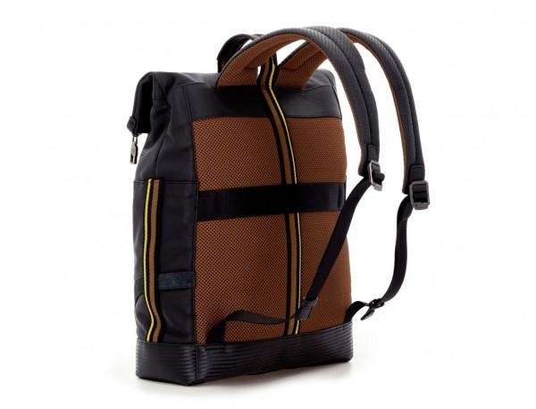mochila de piel negra para portátil detrás