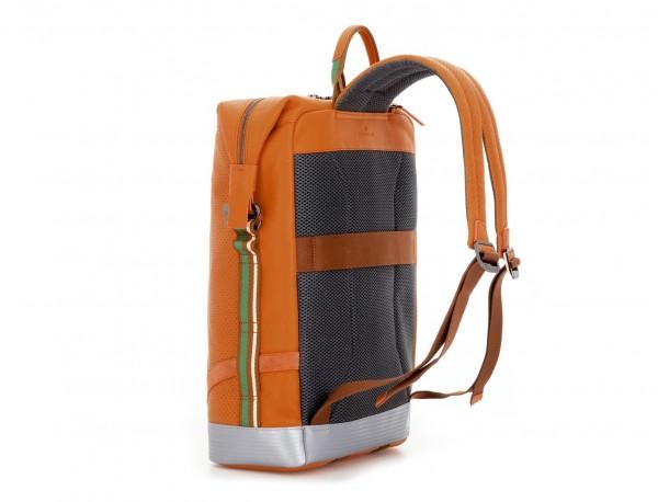mochila de cuero naranja lateral