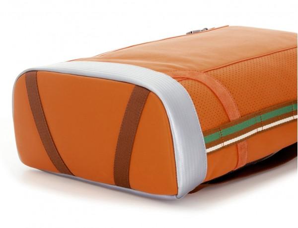 mochila de cuero naranja base