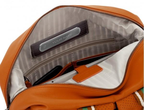 mochila de cuero naranja personalizada