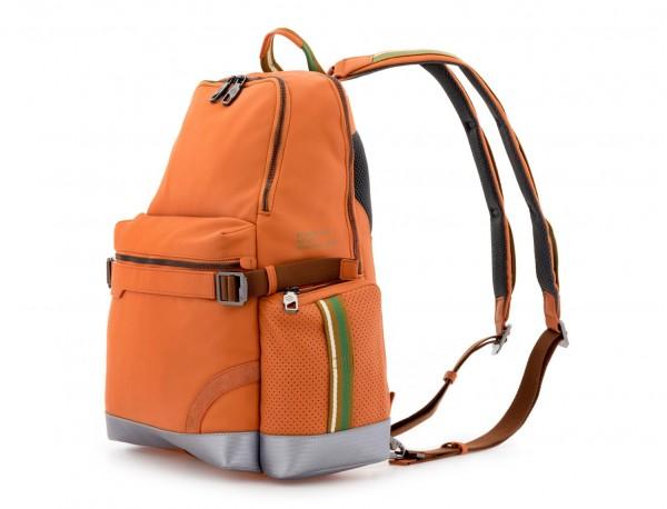 mochila de cuero para caballero naranja lado
