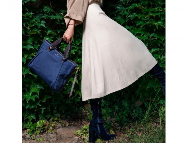 recycled  laptop woman bag in blue model