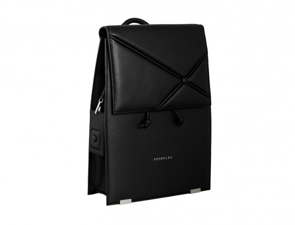 mochila negra de mujer lateral