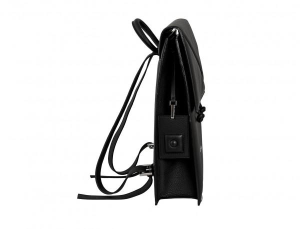 mochila negra de mujer lado