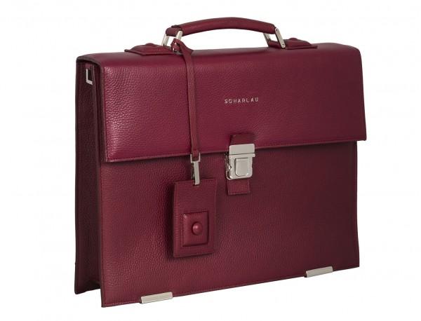 maletín con solapa de piel burdeos lateral