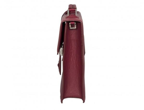 maletín con solapa de piel burdeos lado