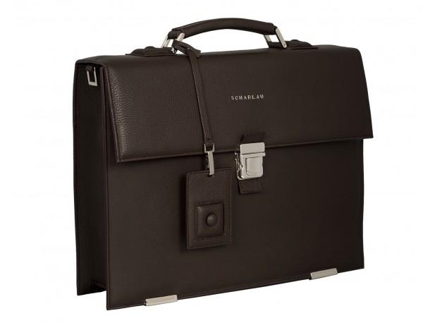 maletín con solapa de piel marrón lateral