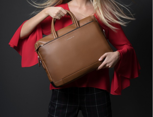 leather briefbag in camel woman