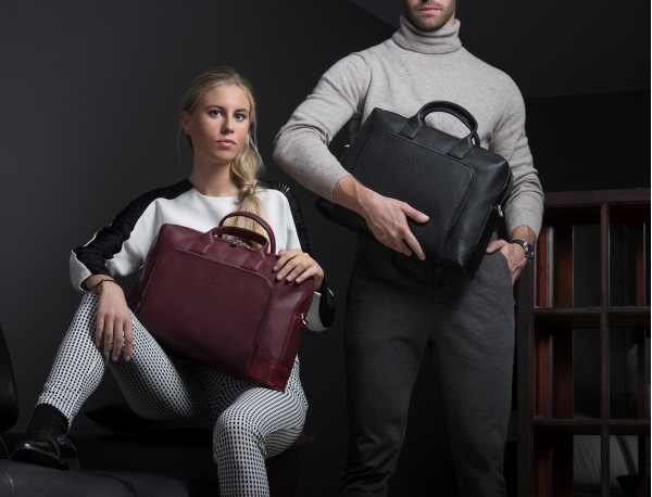Leather briefbag in black lifestyle
