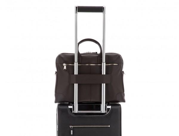 maletín de piel marrón trolley