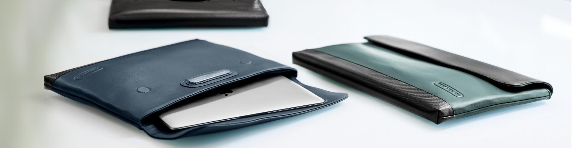 Maniche personalizzabili per laptop in Pelle d'uomo