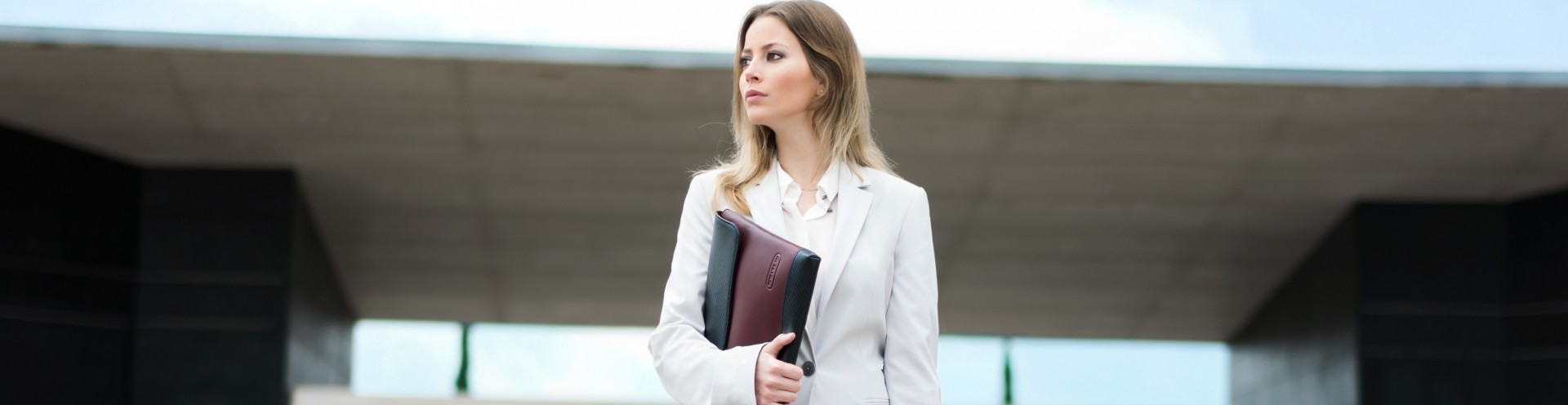 Portadocumenti da Donna in Pelle Personalizzabile e Custodie per Laptop